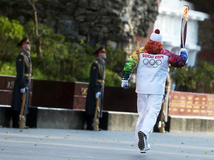 Кремль со своими святынями не пустили Олимпийский огонь в себя