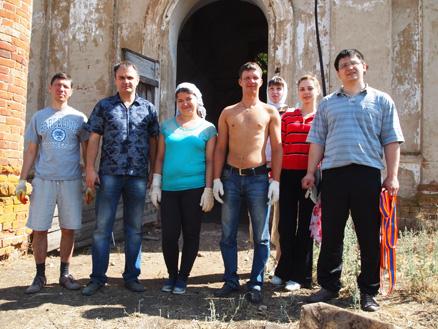 Молодёжь приняла участие в восстановлении храма