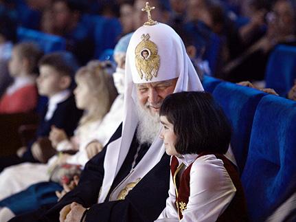 Патриарх на Рождественском празднике в Кремле призвал усыновлять сирот