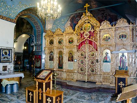 В иконостас Боровецкой церкви установлены новые иконы